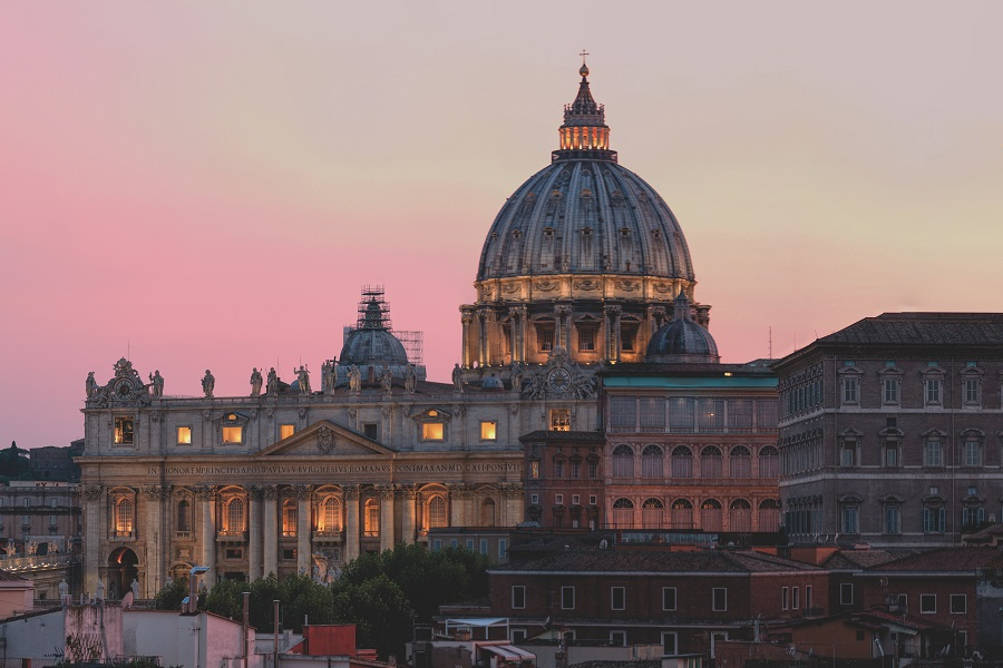 https://www.ipomehotels.com/wp-content/uploads/2020/03/Chiese-nascoste-di-Roma-by-Photo-by-Matthias-Mullie-on-Unsplash.jpg