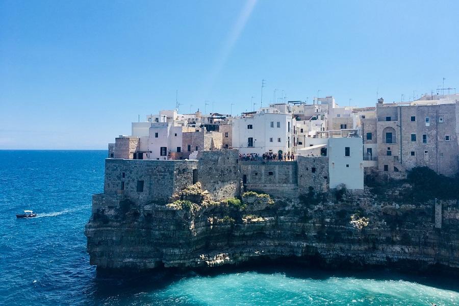 https://www.ipomehotels.com/wp-content/uploads/2020/03/Sud-Italia-Polignano-a-Mare-by-Photo-by-Viola-Santandrea-on-Unsplash.jpg