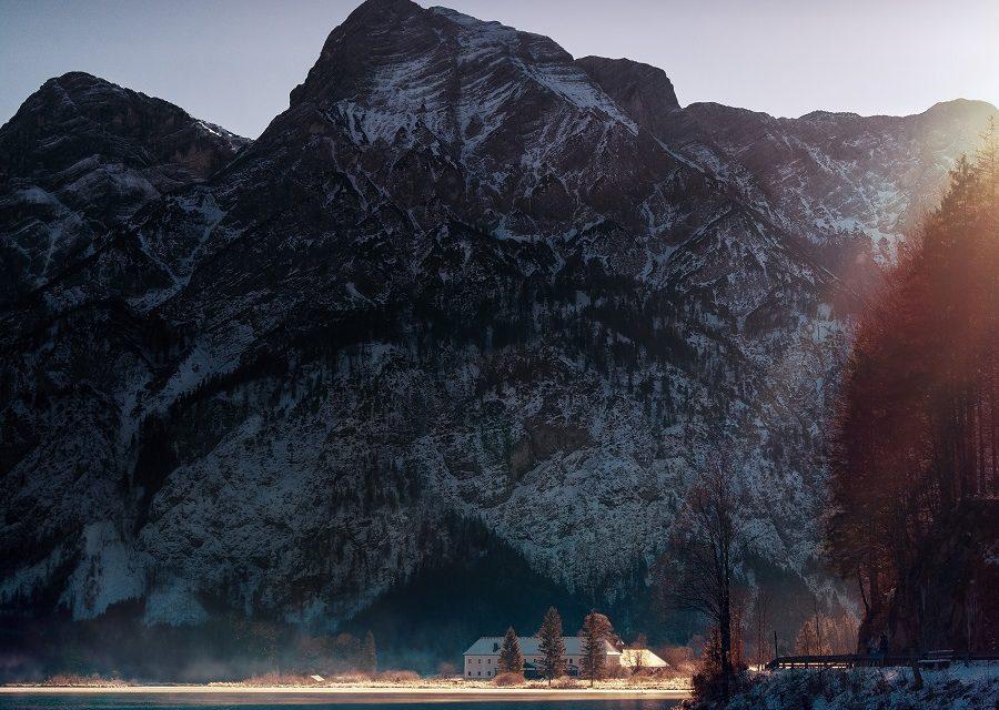 https://www.ipomehotels.com/wp-content/uploads/2020/03/salzkammergut-by-Photo-by-Simon-Matzinger-on-Unsplash-900x640.jpg