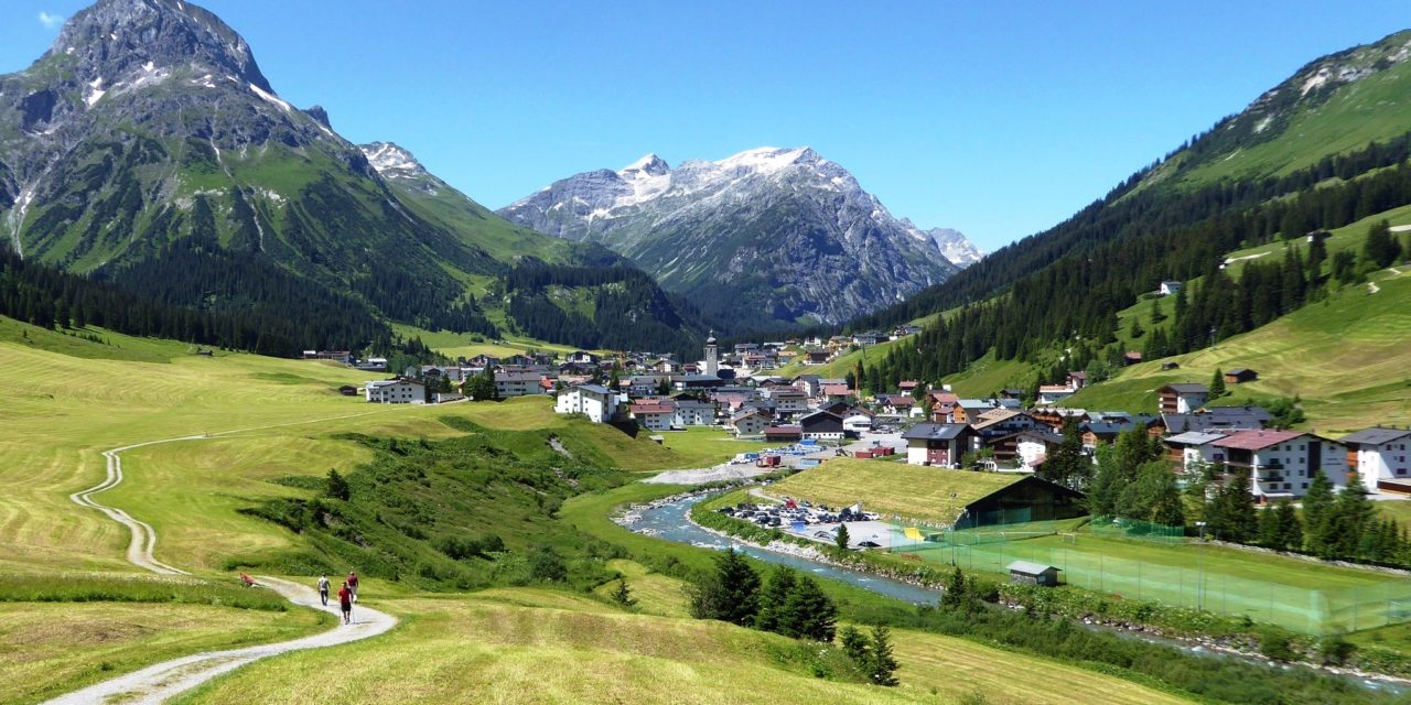 https://www.ipomehotels.com/wp-content/uploads/2020/06/Lech-am-Arlberg-by-andywebgallery-on-FlickR-1280x640.jpg