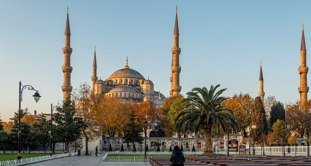 https://www.ipomehotels.com/wp-content/uploads/2020/08/Istanbul-e-le-Sue-Moschee-Photo-by-Lewis-J-Goetza-on-unsplash-1200x640.jpg
