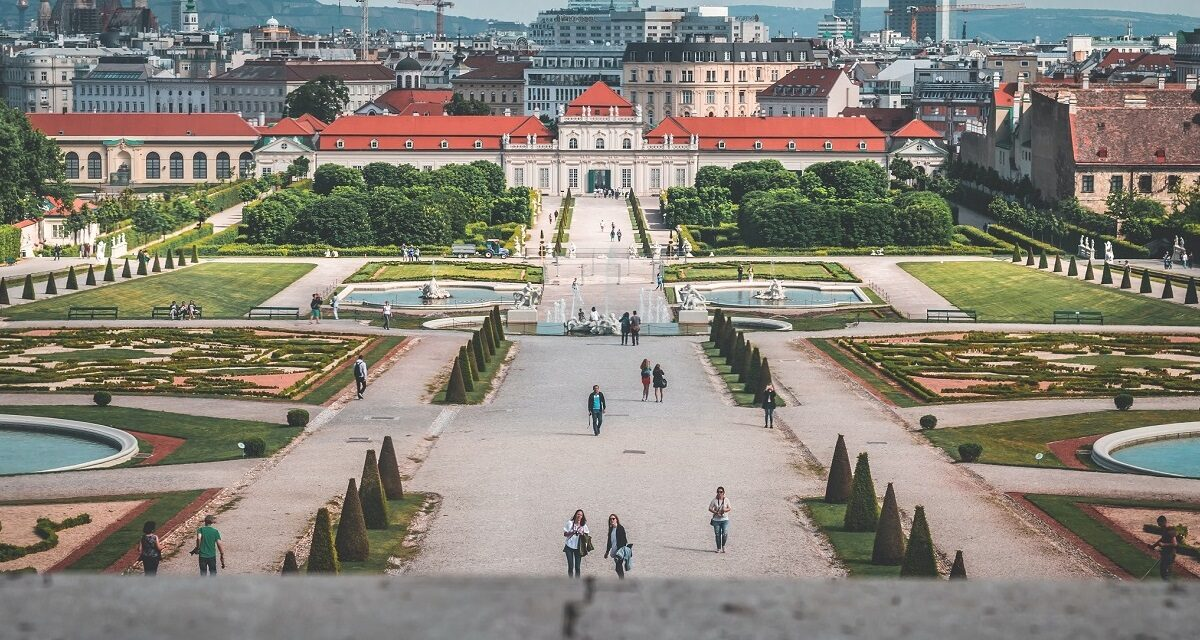 https://www.ipomehotels.com/wp-content/uploads/2020/10/Belvedere-Palace-Gardens-Photo-by-daniel-plana-on-unsplash-1200x640.jpg