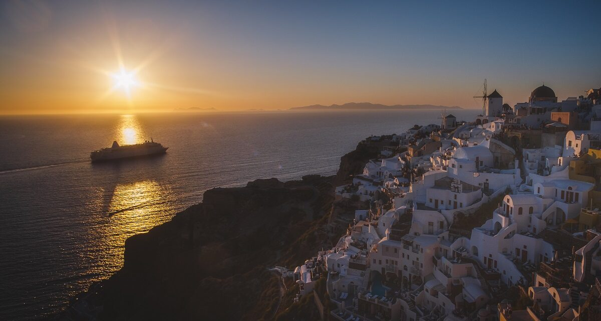 https://www.ipomehotels.com/wp-content/uploads/2020/12/Sunset-Oia-Santorini-Photo-by-Michael.-C-on-FlickR-1200x640.jpg