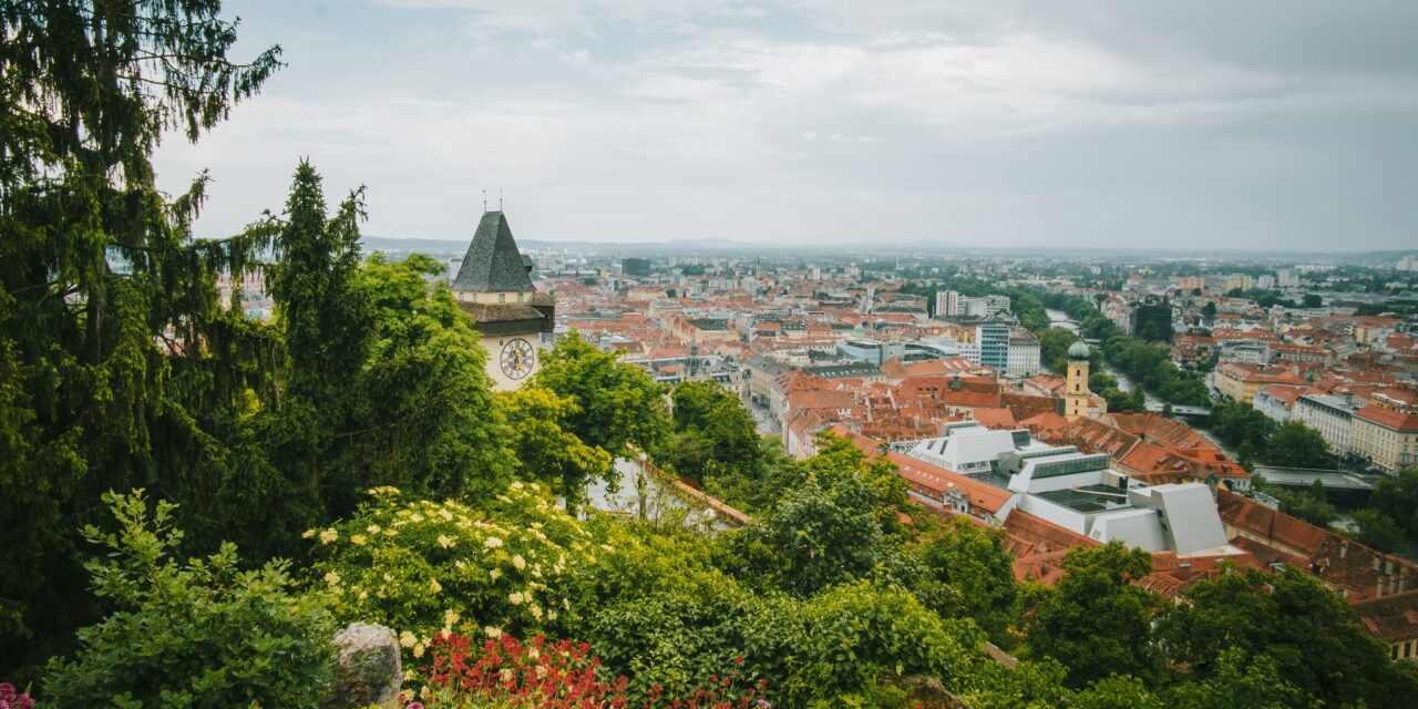 https://www.ipomehotels.com/wp-content/uploads/2021/01/Schlossberg-Graz-Photo-by-Josh-Hilda-on-Unsplash-1280x640.jpg